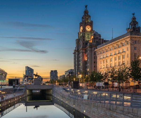 liverpool late night with water